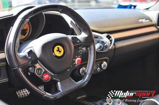 Particolare volante Ferrari 458 Italia